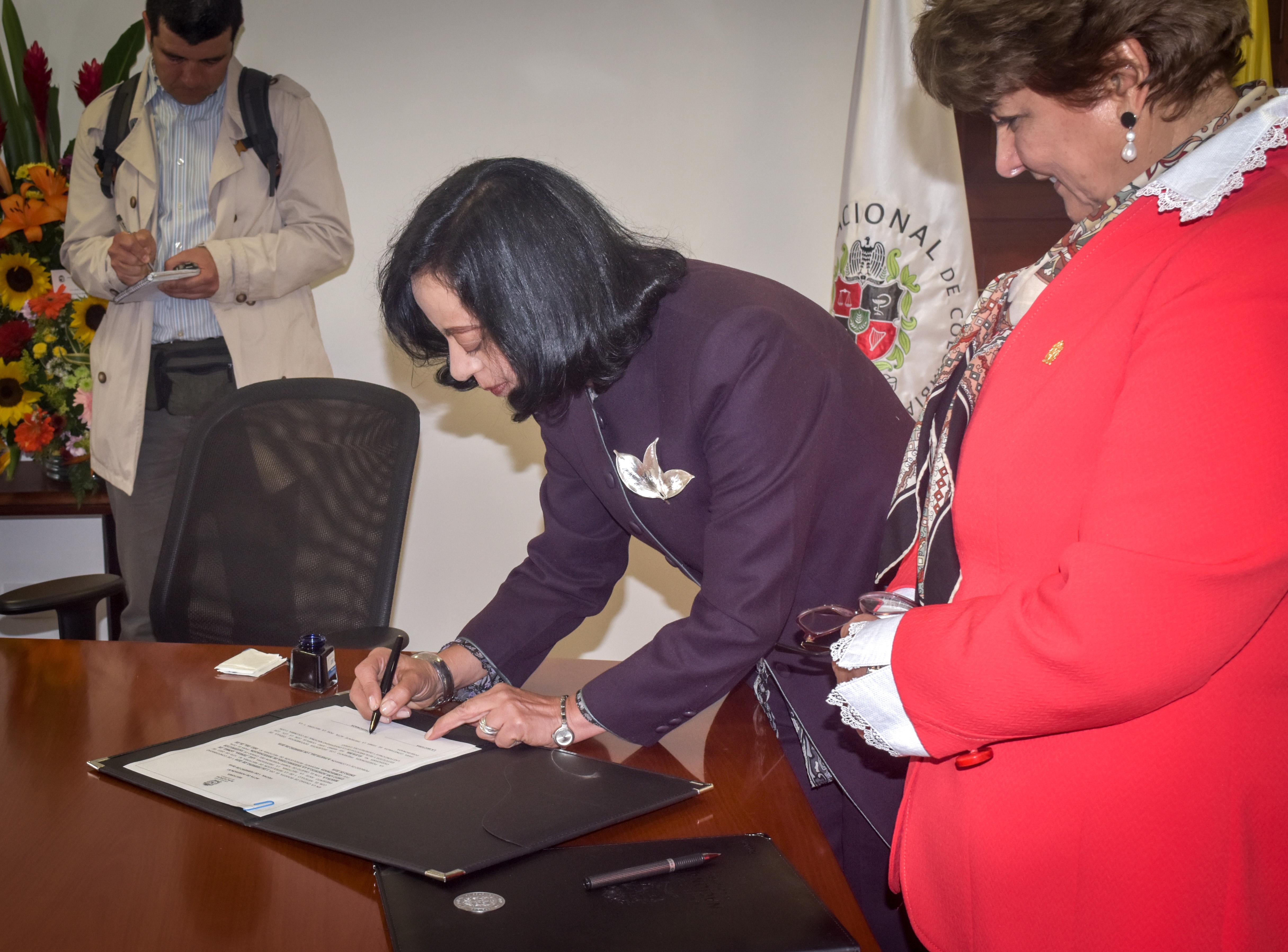 Luz Teresa Gómez de Mantilla y Dolly Montoya Castaño
